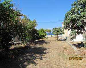 Plot 350 sq meters in front of the sea.