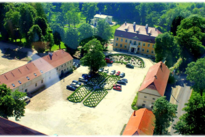 Charmingly situated 11 Ha. Palace and park-farm complex